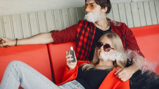 O que é melhor usar vaporizador de ervas ou fumar?